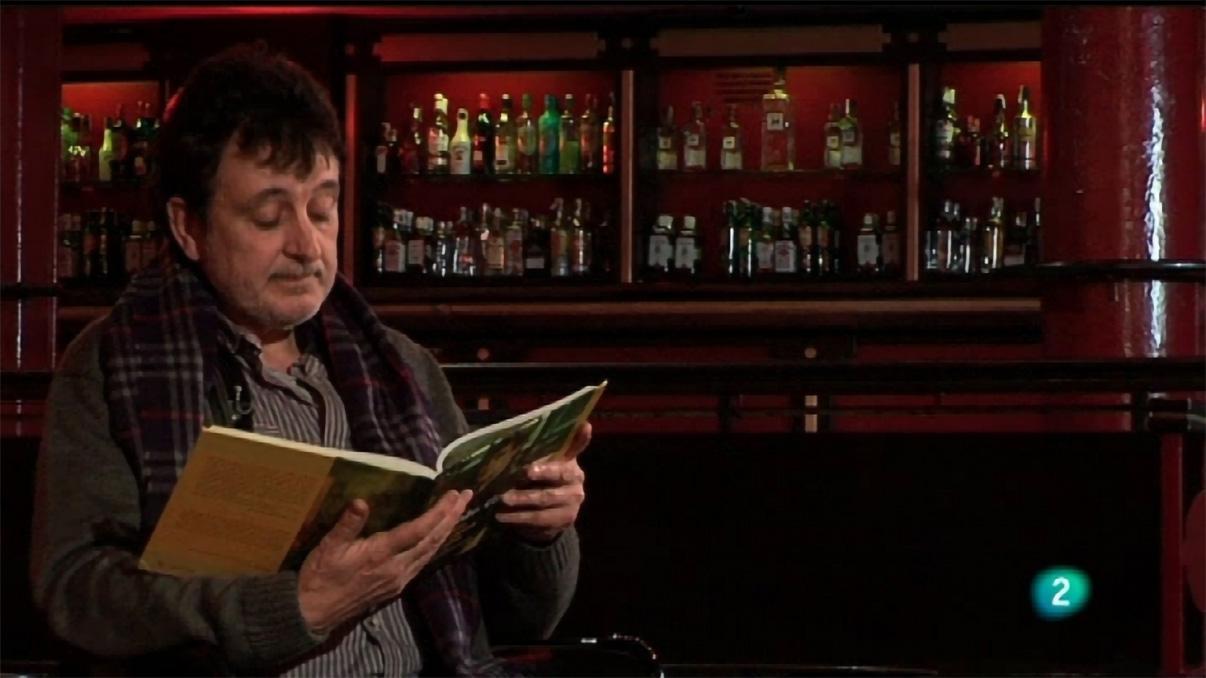 Manolo García con su libro